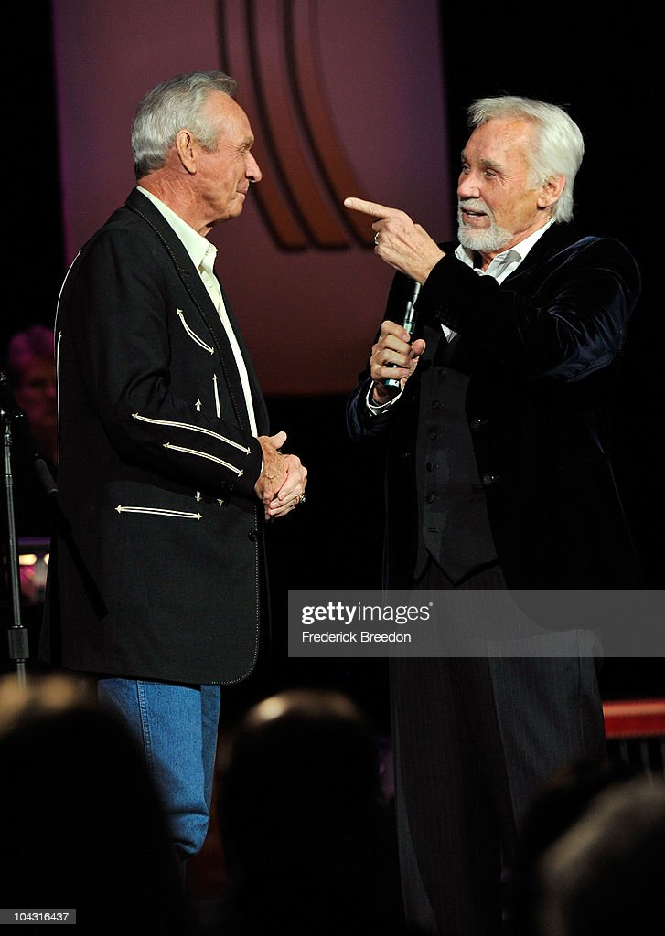 Mel Tillis (L) accepts the Cliffie Stone Pioneer Award from singer Kenny Rogers during the 4th Annual ACM Honors at the Ryman Auditorium on September 20, 2010 in Nashville, Tennessee.