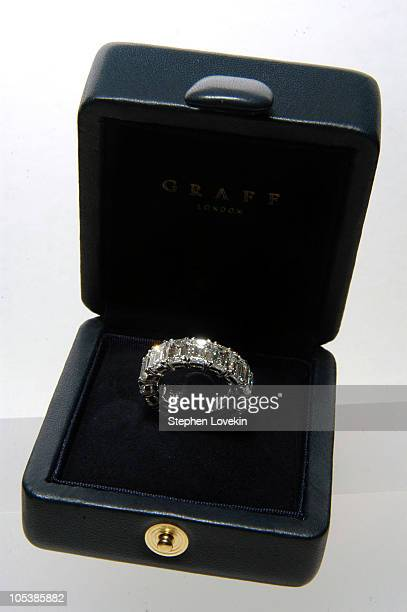 Melania Knauss' wedding band for her marriage to Donald Trump The ring is white emerald cut diamond in platinum 13 carats total ** EXCLUSIVE **