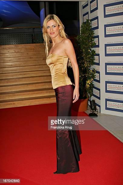 Melanie Tara Bei Der Verleihung Des 'Deutschen Medienpreis 2005' Im Kongresshaus Baden Baden Am 130205