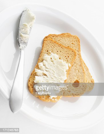 Melba toasts and cheese
