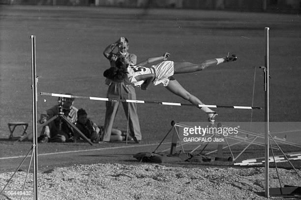 Melbourne Olympic Games 1956 A Melbourne en Australie les XVIèmes Jeux Olympiques d'été du 22 novembre au 8 décembre l'américaine Mildred MCDANIEL...