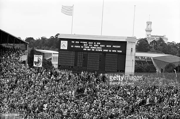 Melbourne Olympic Games 1956 A Melbourne en Australie les XVIèmes Jeux Olympiques d'été du 22 novembre au 8 décembre un panneau d'affichage digital...