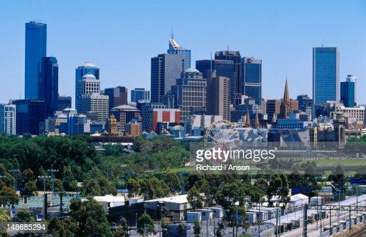 Melbourne Park tennis courts, Birrarung Marr & city skyline.