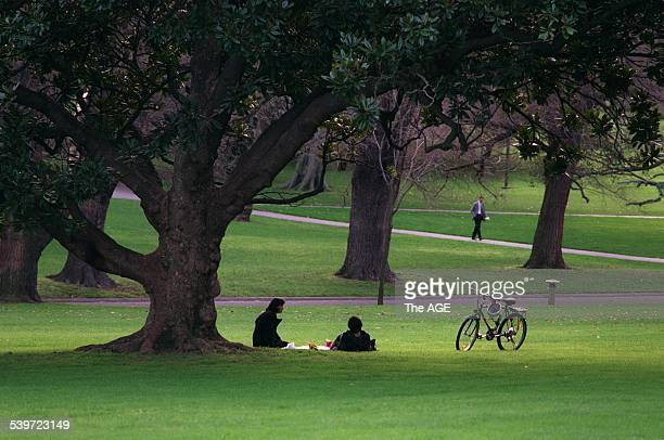 Melbourne parks Fitzroy gardens 24 July 1999 THE AGE REVIEW Picture by MARIO BORG