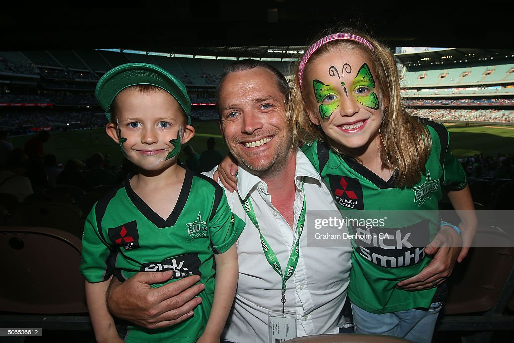 Melbourne Stars fans show their support during the Big Bash League final match between Melbourne Stars and the Sydney Thunder at Melbourne Cricket Ground on January 24, 2016 in Melbourne, Australia.