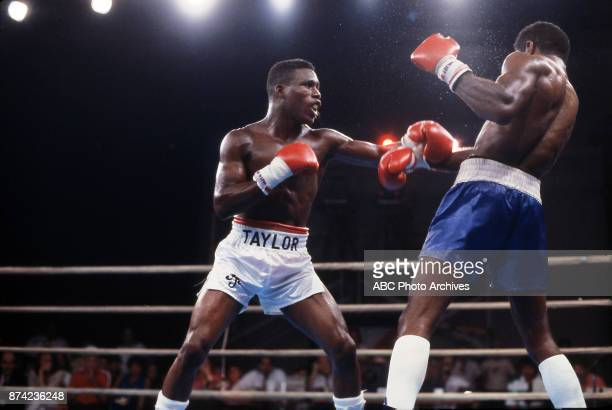 Meldrick Taylor Howard Davis Jr boxing at Sands August 16 1986