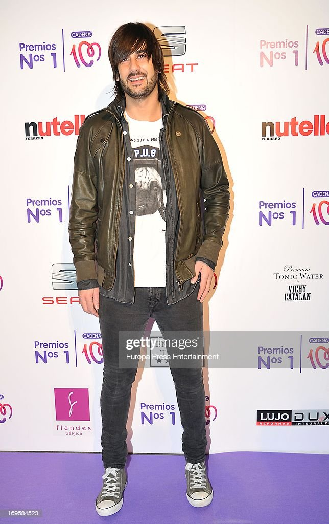 Melendi poses at the photocall of 'Cadena 100 Number 1 Awards 2013' on May 27 2013 in Barcelona Spain