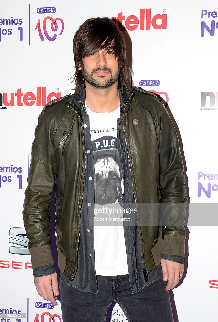 Melendi poses during a photocall for the 'Cadena 100 Number 1 Awards 2013' at the Hotel Eurostar on May 27, 2013 in Barcelona, Spain.