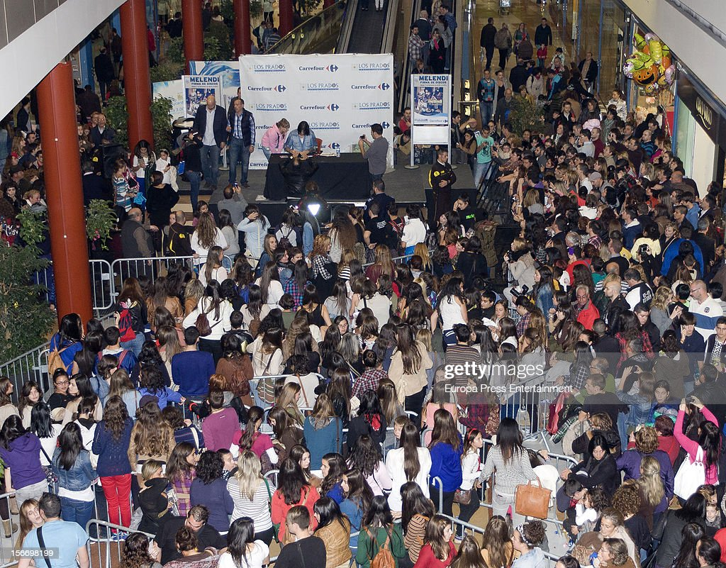 Melendi signs copies of his new album 'Lagrimas desordenadas' at Los Prados Store on November 17, 2012 in Oviedo, Spain.
