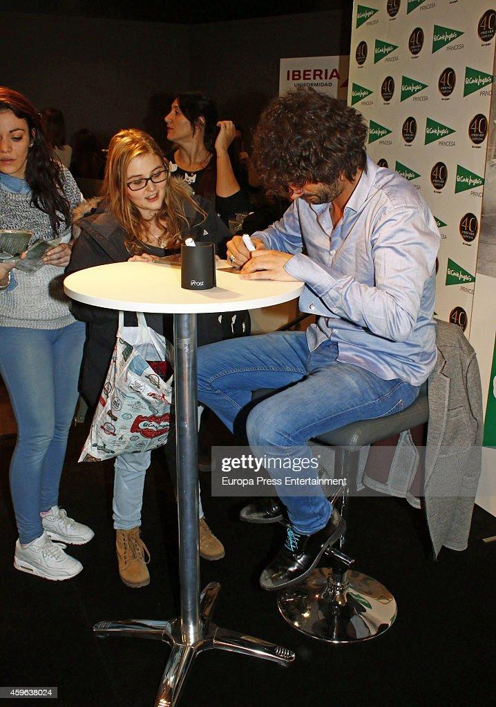 Melendi signs copies of his new album 'Un alumno mas' at Corte Ingles store on November 26 2014 in Madrid Spain