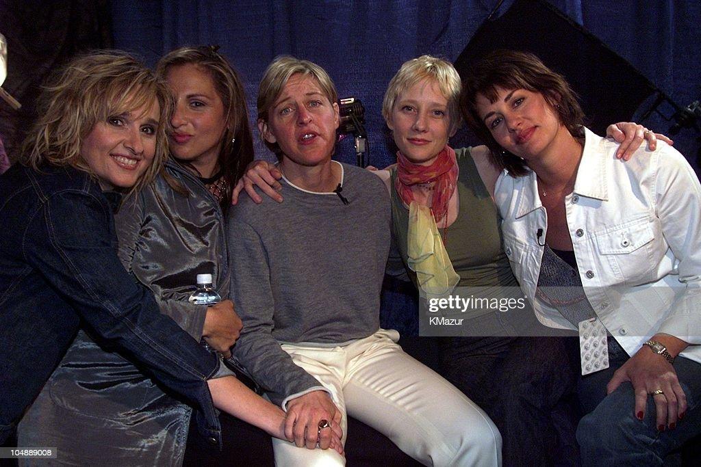 Melissa Etheridge & Kathy Najimy & Ellen DeGeneres & Anne Heche & Melissa's partner Julie Cypher backstage