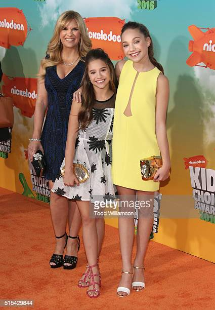 Melissa Gisoni Mackenzie Ziegler and dancer Maddie Ziegler attend the Nickelodeon's 2016 Kids' Choice Awards at The Forum on March 12 2016 in...