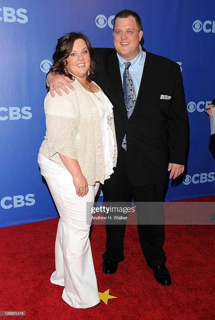 Melissa McCarthy and Billy Gardell attend the 2010 CBS UpFront at Damrosch Park, Lincoln Center on May 19, 2010 in New York City.