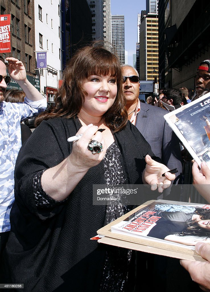 <a gi-track='captionPersonalityLinkClicked' href=/galleries/search?phrase=Melissa+McCarthy&family=editorial&specificpeople=880291 ng-click='$event.stopPropagation()'>Melissa McCarthy</a> arrives for the 'Late Show with David Letterman' at Ed Sullivan Theater on June 24, 2014 in New York City.