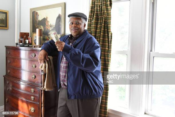 LIVE 'Melissa McCarthy' Episode 1724 Pictured Kenan Thompson in 'Amazon Echo'