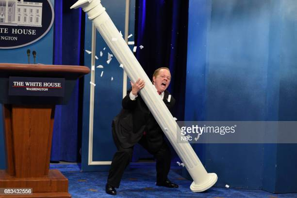 LIVE 'Melissa McCarthy' Episode 1724 Pictured Melissa McCarthy as White House Press Secretary Sean Spicer during 'Spicer Returns' in Studio 8H on May...