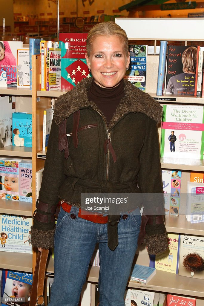 Melissa Reeves arrives to the 'Days Of Our Lives' Book Launch Signing And Cast Meet Greet at Barnes Noble bookstore at The Grove on November 19 2010...