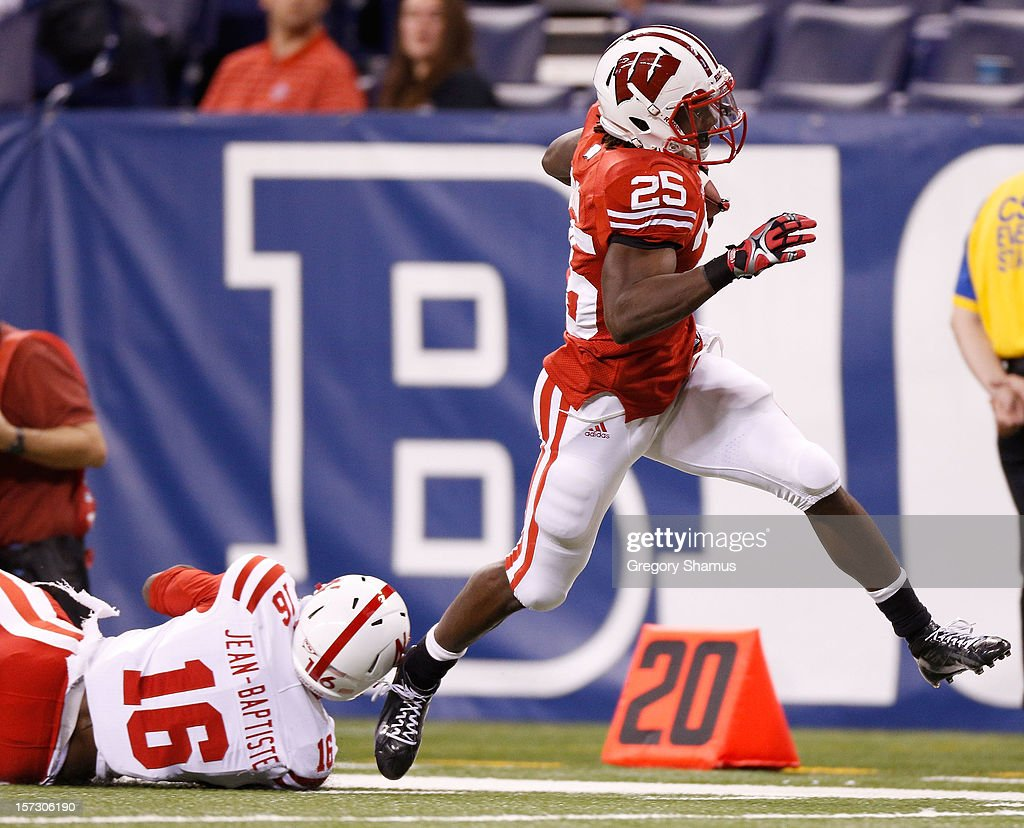 <a gi-track='captionPersonalityLinkClicked' href=/galleries/search?phrase=Melvin+Gordon&family=editorial&specificpeople=8281473 ng-click='$event.stopPropagation()'>Melvin Gordon</a> #25 of the Wisconsin Badgers runs for a fourth quarter touchdown past Stanley Jean-Baptiste #16 of the Nebraska Cornhuskers during the Big 10 Conference Championship Game at Lucas Oil Stadium on December 1, 2012 in Indianapolis, Indiana. Wisconsin won the game 70-31.