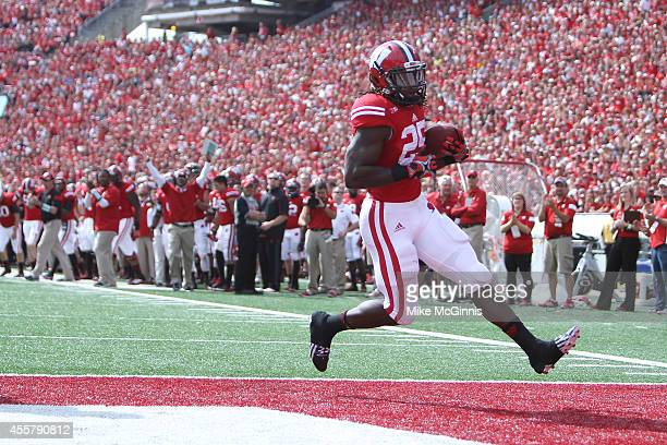 Melvin Gordon of the Wisconsin Badgers runs in for a touchdown during the first quarter against the Bowling Green Falcons at Camp Randall Stadium on...