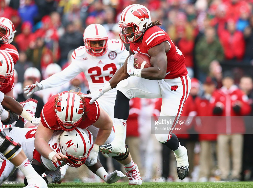 Melvin Gordon #25 of the Wisconsin Badgers runs the ball against the Nebraska Cornhuskers at Camp Randall Stadium on November 15, 2014 in Madison, Wisconsin.