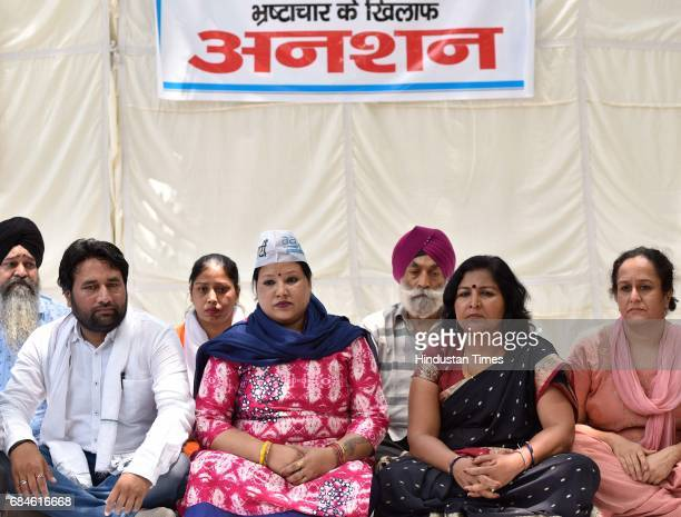AAP member and active Mahila wing worker Simran Bedi with supporters sitting on hunger strike against AAP leaders at Jantar Mantar on May 18 2017 in...