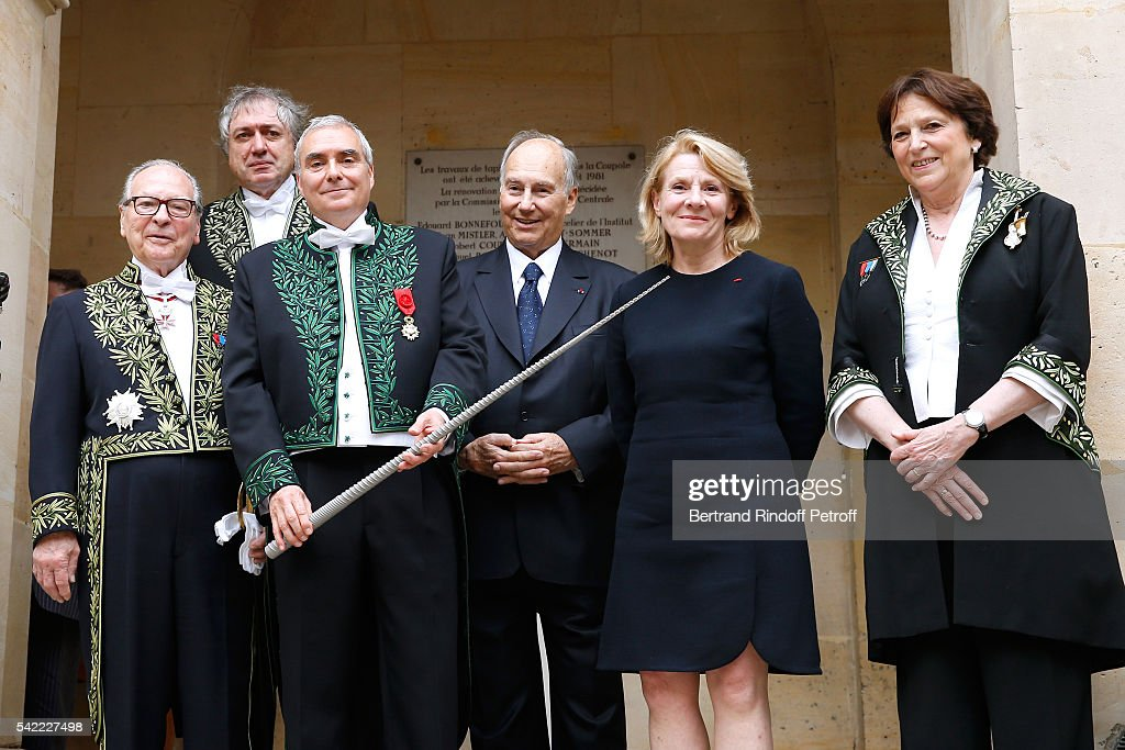 Member of 'Academie Francaise', Gabriel de Broglie, President of the 'Academie des Beaux-Arts', Erik Desmazieres, architect <a gi-track='captionPersonalityLinkClicked' href=/galleries/search?phrase=Dominique+Perrault&family=editorial&specificpeople=2299767 ng-click='$event.stopPropagation()'>Dominique Perrault</a>, Prince Karim Aga Khan, President of Versailles Castle Catherine Pegard and Vice President of 'Academie des Beaux-Arts', Edith Canat de Chizy attend <a gi-track='captionPersonalityLinkClicked' href=/galleries/search?phrase=Dominique+Perrault&family=editorial&specificpeople=2299767 ng-click='$event.stopPropagation()'>Dominique Perrault</a> receives 'L'Epee d'Academicien' and becomes a Member of the 'Academie des Beaux-Arts', Architecture Section : Official Ceremony on June 22, 2016 in Paris, France.