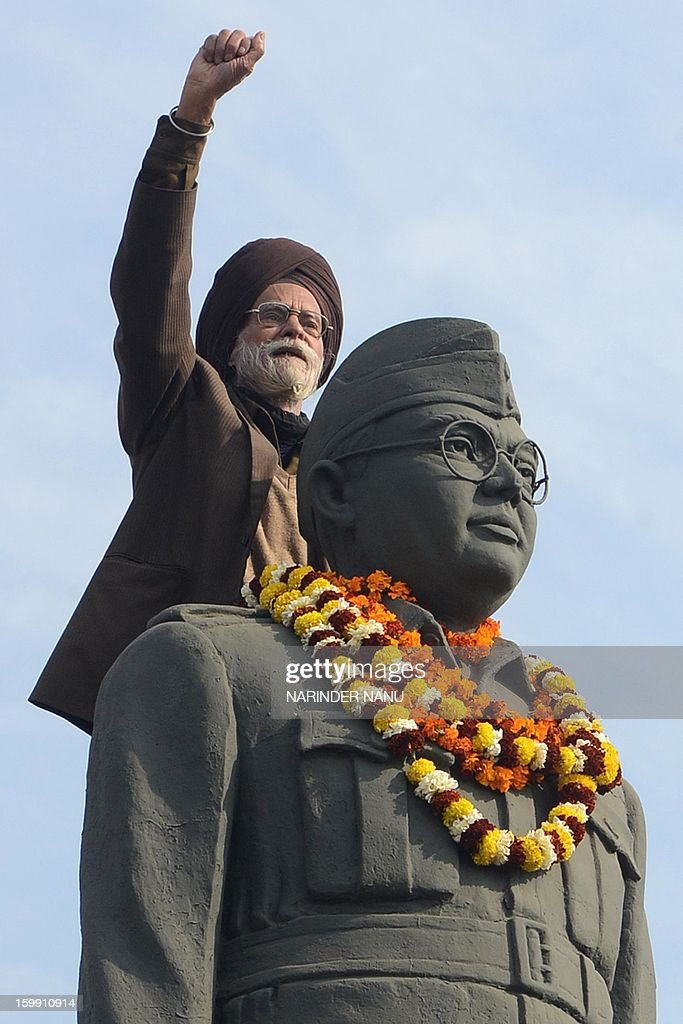 Member of the All India Azad Hind Fauj Freedom-Fighters Successors Association,Santokh Singh (C) gestures on the statue of freedom fighter, Netaji Subhash Chandra Bose in Amritsar on January 23, 2013, as part of celebrations for his 116th birth anniversary. Bose was a prominent Indian nationalist leader who attempted to gain India's independence from British rule by force during the waning years of World War II. AFP PHOTO/NARINDER NANU