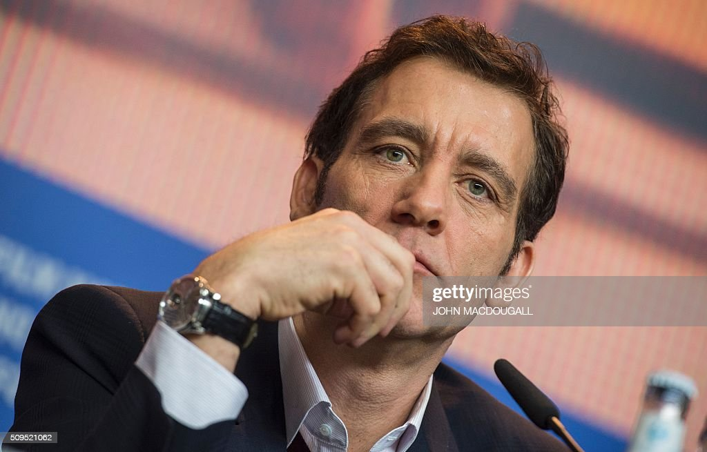 Member of the Berlinale Film Festival jury British actor Clive Owen attends a press conference in Berlin on February 11, 2016. The 66th Berlin film festival starts on February 11, 2016 with a spotlight on Europe's refugee crisis. / AFP / John MACDOUGALL