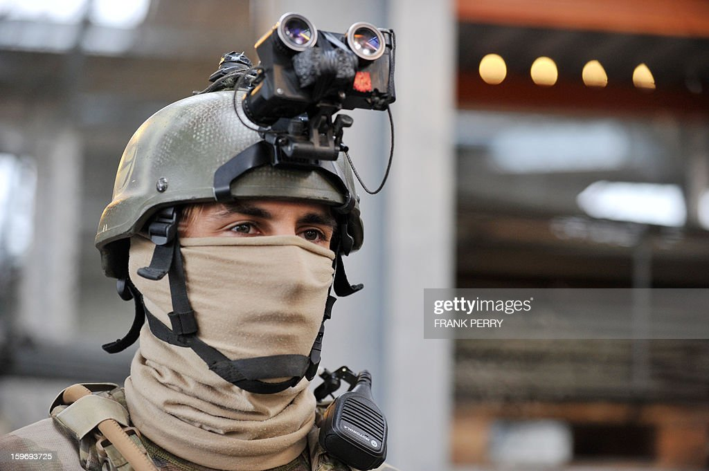 A member of the French special forces in battle dress waits for French Defence Minister prior to his visit to a sniper commando base on January 18, 2013 in the northwestern French town of Lanester.