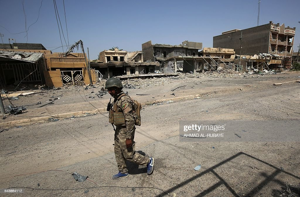A member of the Iraqi police forces patrols streets of the city of Fallujah on June 30, 2016 after recapturing it from Islamic State (IS) group jihadists. Iraqi forces have retaken full control of Fallujah, a longtime jihadist bastion just 50 kilometres (30 miles) west of Baghdad, after a vast operation that was launched in May. / AFP / AHMAD