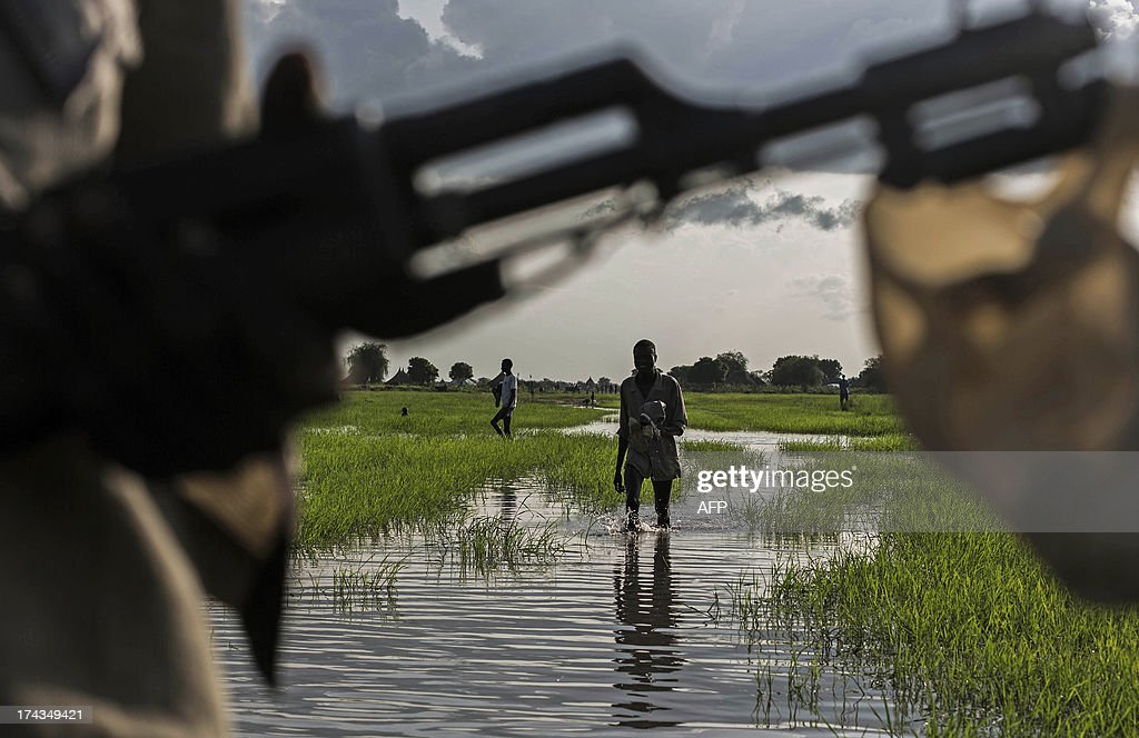 A member of the Lou Nuer tribe comes back home in the Yuai village, Uror county, Jonglei state in South Sudan on July 24, 2013 after fighting against the rebel group of Yau Yau in Pibor county, South Sudan. Over 100,000 South Sudanese civilians are cut off from aid in the eastern state of Jonglei amid fierce fighting between rival ethnic groups, aid agencies and the United Nations warned on July 17. AFP PHOTO / CAMILLE LEPAGE