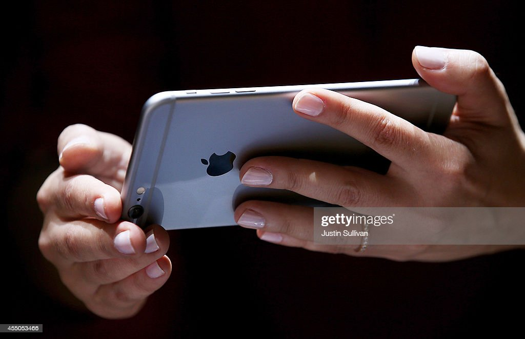 A member of the media inspects the new iPhone 6 during an Apple special event at the Flint Center for the Performing Arts on September 9, 2014 in Cupertino, California. Apple unveiled the Apple Watch wearable tech and two new iPhones, the iPhone 6 and iPhone 6 Plus.