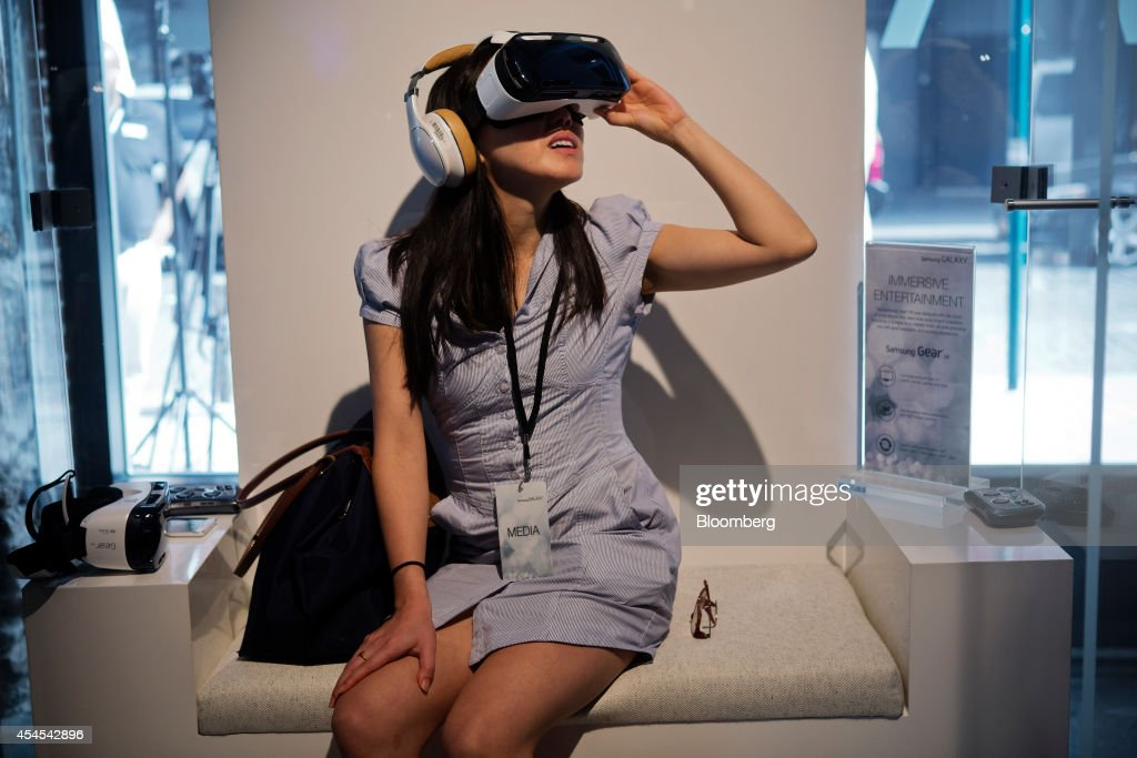 A member of the media tries out a a virtual-reality headset during a Samsung Electronics Co. product release event in New York, U.S., on Wednesday, Sept. 3, 2014. Samsung Electronics Co. unveiled a pair of Galaxy Note smartphones, including one with a display extending down the side, as the No. 1 seller tries to fend off Apple Inc.s push into large-screen devices. The company also showed off a virtual-reality headset, developed with Facebook Inc.s Oculus unit, and a new smartwatch. Photographer: Victor J. Blue/Bloomberg via Getty Images