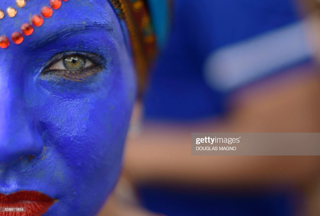 A member of the PPK block (Krishna Peacock Feather) takes part in a carnival parade at Jardim dos Pirineus neighbourhood, in Belo Horizonte, Brazil, on February 7, 2016. The Krishna Peacock Feather is inspired in Indian culture. AFP PHOTO / Douglas MAGNO / AFP / Douglas Magno