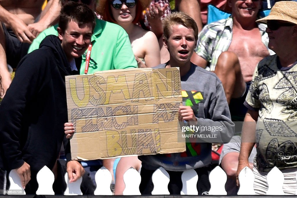 A member of the public has a message for Usman Khawaja of Australia during the first cricket international five-day Test match between New Zealand and Australia at the Basin Reserve in Wellington on February 12, 2016. AFP PHOTO / MARTY MELVILLE / AFP / Marty Melville