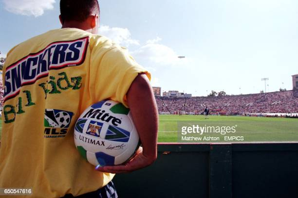 A member of the Snickers Ball Kidz complete with matchball to throw on when the ball goes out of play