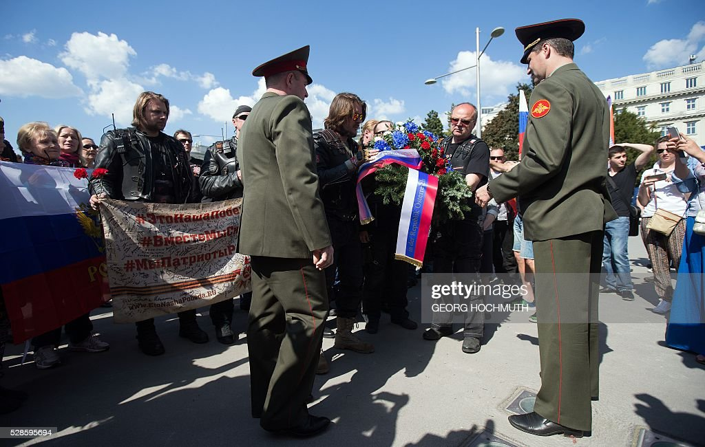 Members and and sympathizer of the Russian biker group 'Night Wolves' participate at a wreath-laying ceremony at the Soviet War Memorial in Vienna, Austria, on May 6, 2016. The Russian biker group 'Night Wolves' are on a self-declared victory tour from Moscow to Berlin to mark the end of World War II. / AFP / APA / GEORG HOCHMUTH / Austria OUT