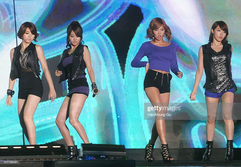 Members of 4minute perform onstage during the Incheon Korean Wave Festival 2011 at Incheon World Cup Stadium on August 13, 2011 in Incheon, South Korea.