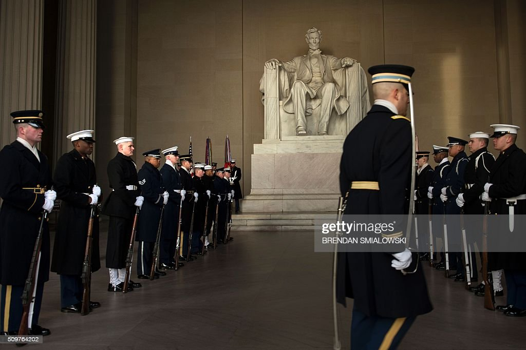 Members of a military honour guard wait during a wreath-laying ceremony to honor Abraham Lincoln's 207th birthday at the Lincoln Memorial February 12, 2016 in Washington, DC. / AFP / Brendan Smialowski