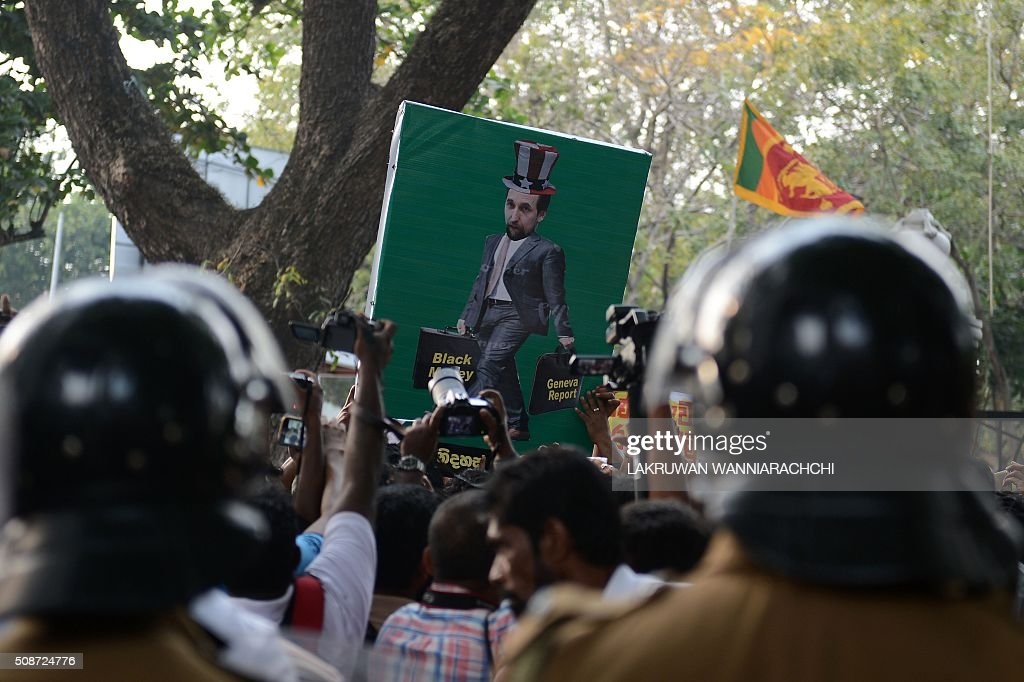 Members of a Sri Lankan fringe opposition group take part in a demonstration outside the United Nations offices in Colombo on February 6, 2016. The United Nations' human rights chief Zeid Ra'ad Al Hussein began his first visit to Sri Lanka on February 6 to gauge the island's progress in investigating allegations troops committed atrocities during a prolonged civil war. AFP PHOTO / LAKRUWAN WANNIARACHCHI / AFP / LAKRUWAN WANNIARACHCHI