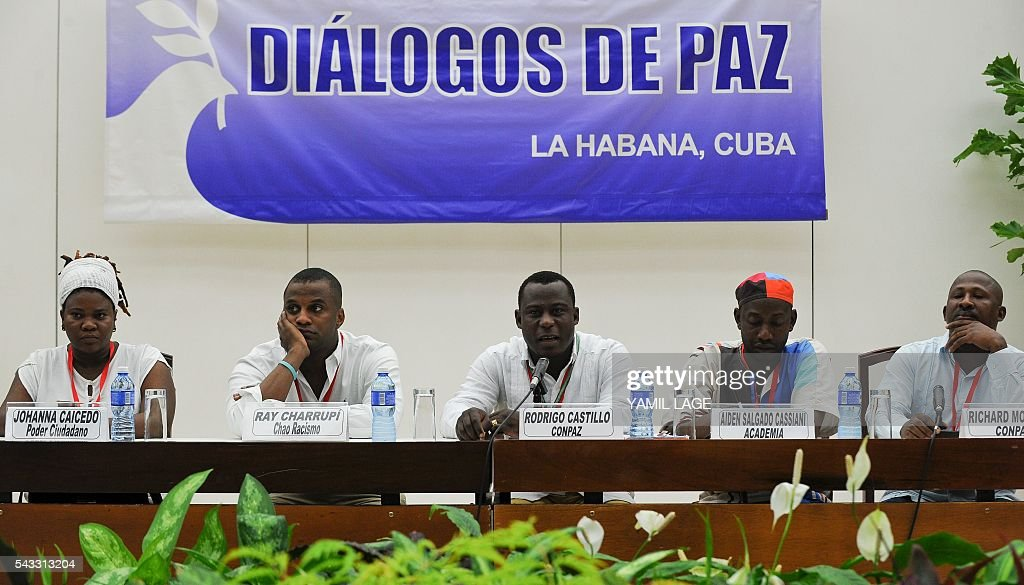 Members of Afro-Colombian communities attend a press conference after their meeting with the negotiating teams of the FARC-EP and the Government of Colombia in Havana, on June 27, 2016. / AFP / YAMIL