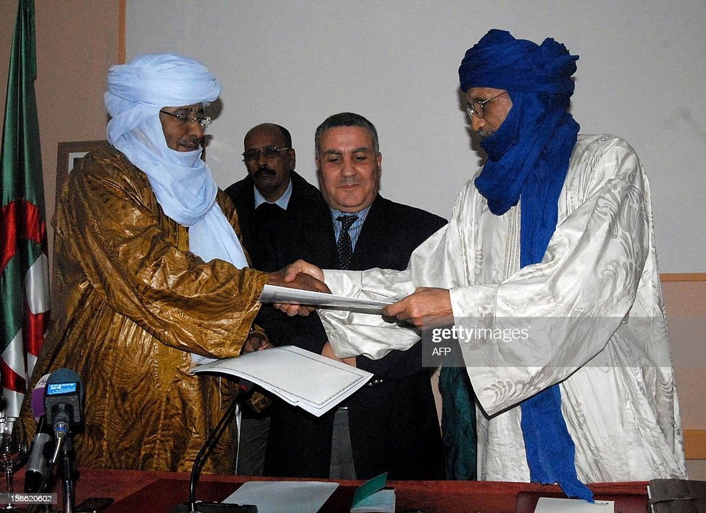 Members of Ansar Dine and Tuareg National Movement for the Liberation of Azawad (MNLA) are seen during a meeting in Algiers on December 21, 2012. Ansar Dine and MNLA, armed rebel groups active in northern Mali, announced their commitment to suspending hostilities and negotiating with the Malian authorities to end the crisis. AFP PHOTO / FAROUK BATICHE