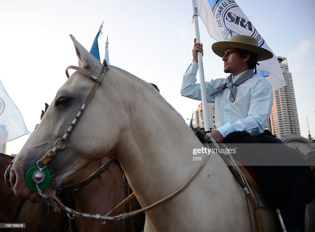 Members of Argentinian rural organizations take part in a protest against a decree issued by President Cristina Fernandez de Kirchner to expropiate the Rural Society grounds and give it back to the state, on December 27, 2012 at the Rural Society grounds in Buenos Aires. AFP PHOTO