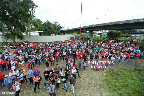Members of Brazil's Landless Workers Movement demonstrate in Curitiba Brazil on May 9 2017 Hundreds of supporters of former Brazilian president Luiz...