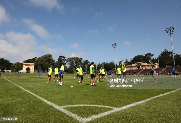 Members of FC Barcelona work out during a practice session at Keezar Stadium on August 7 2009 in San Francisco California FC Bracelona will play a...