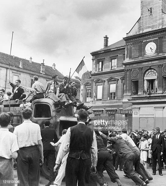 Members Of French Forces Of The Interior Parading Before The Town Hall Of The 17Th District In Paris Featuring The French Flag August 1944