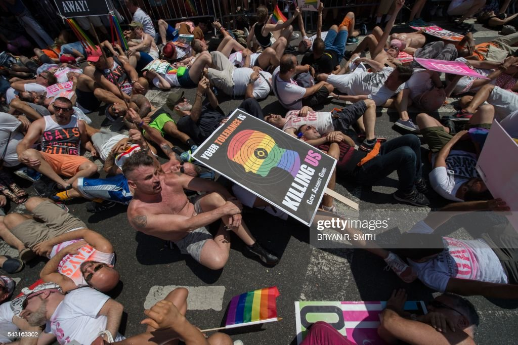 Members of Gays Against Guns (GAG) stage a die-in to raise awareness during the 46th annual Gay Pride march June 26, 2016 in New York. New York kicked off June 26 what organizers hope will be the city's largest ever Gay Pride march, honoring the 49 people killed in the Orlando nightclub massacre and celebrate tolerance. / AFP / the 46th / Bryan R. Smith