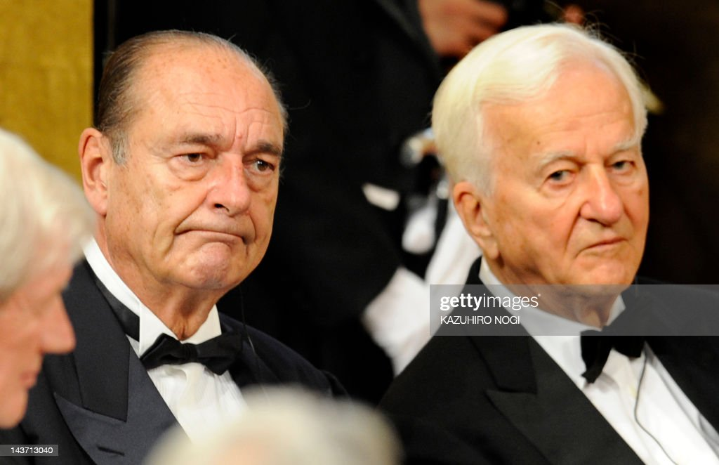 Members of honorary advisor, France's former president Jacques Chirac (C), Germany's former president Richard Von Weizsacker (R), attend the awarding ceremony of the 20th Praemium Imperiale in Tokyo on October 15, 2008. The Praemium Imperiale is a global arts prize awarded annually by the Japan Art association, first held in 1989. AFP PHOTO/Kazuhiro NOGI