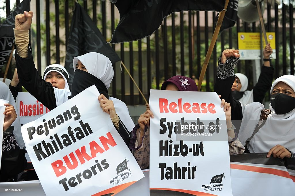 Members of Indonesia's Islamist group Hizb ut-Tahrir hold placards during a protest outside the Russian embassy in Jakarta on November 29, 2012. Around 200 Indonesians from the Islamist group Hizb ut-Tahrir rallied outside the embassy, demanding the release of six of its leaders and accusing Moscow of planting weapons to smear them.