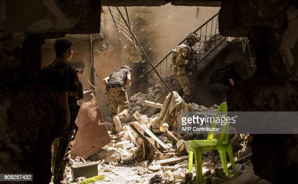 TOPSHOT Members of Iraq's CounterTerrorism Service advance in the Old City of Mosul on July 5 during the government forces' ongoing offensive to...